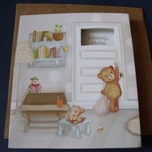 detaliu exterior invitatie cu bebel in patut