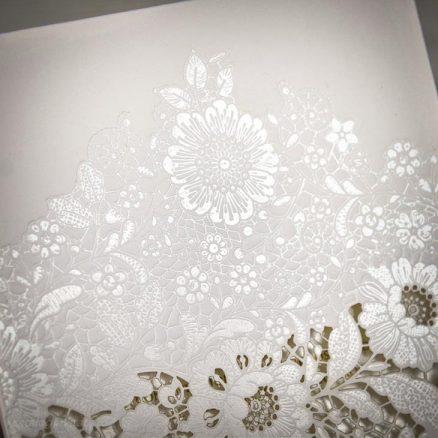 Detaliu embosari florale