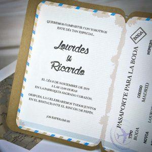 pasaportul deschis