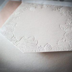 Detaliu embosari carton