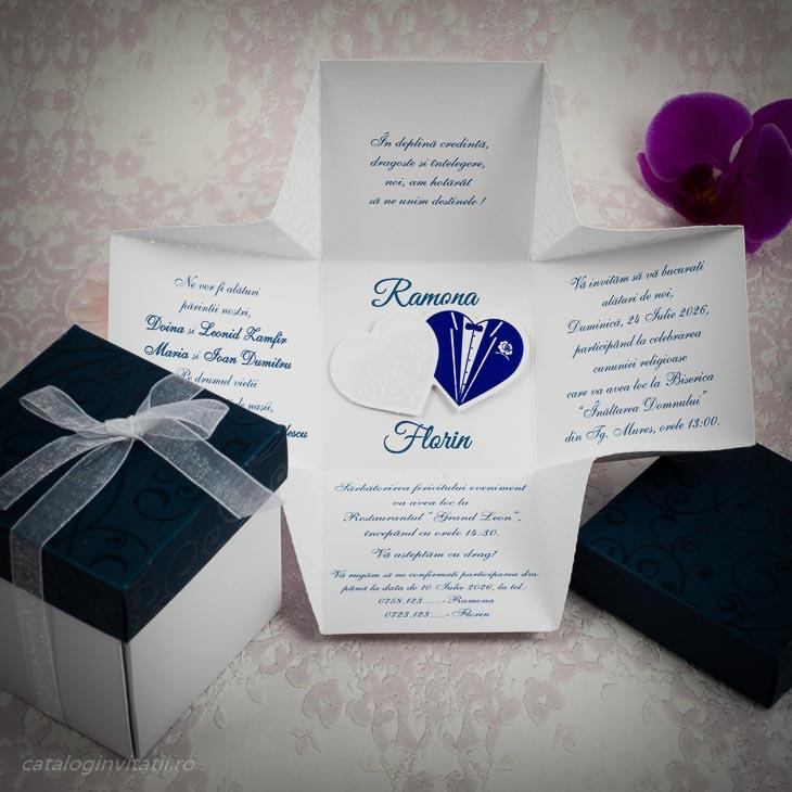 Detaliu invitatie cutie inchisa