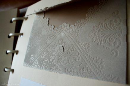 detaliu catifea plic
