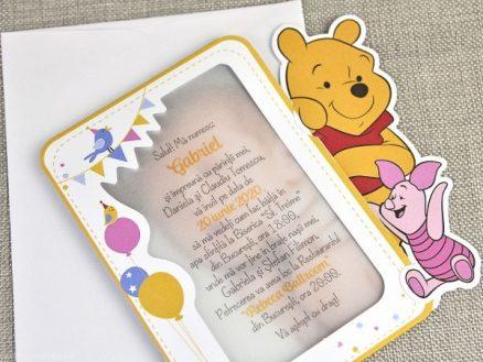 Detaliu apropiat Invitatie Winnie the Pooh Piglet cu poza copil 15729