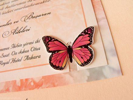 detaliu apropiat fluture invitatie 70279