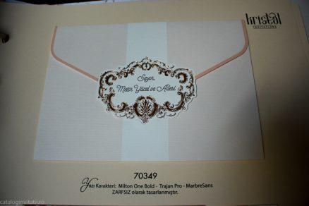 detaliu frontal din catalog Invitatie model pink gold 70349
