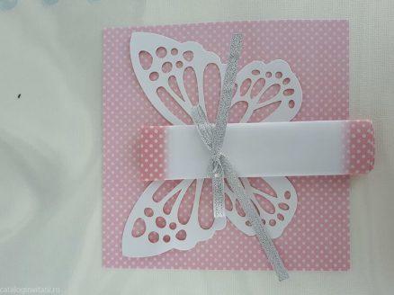 detaliu apropiat fluture Invitatie 8031