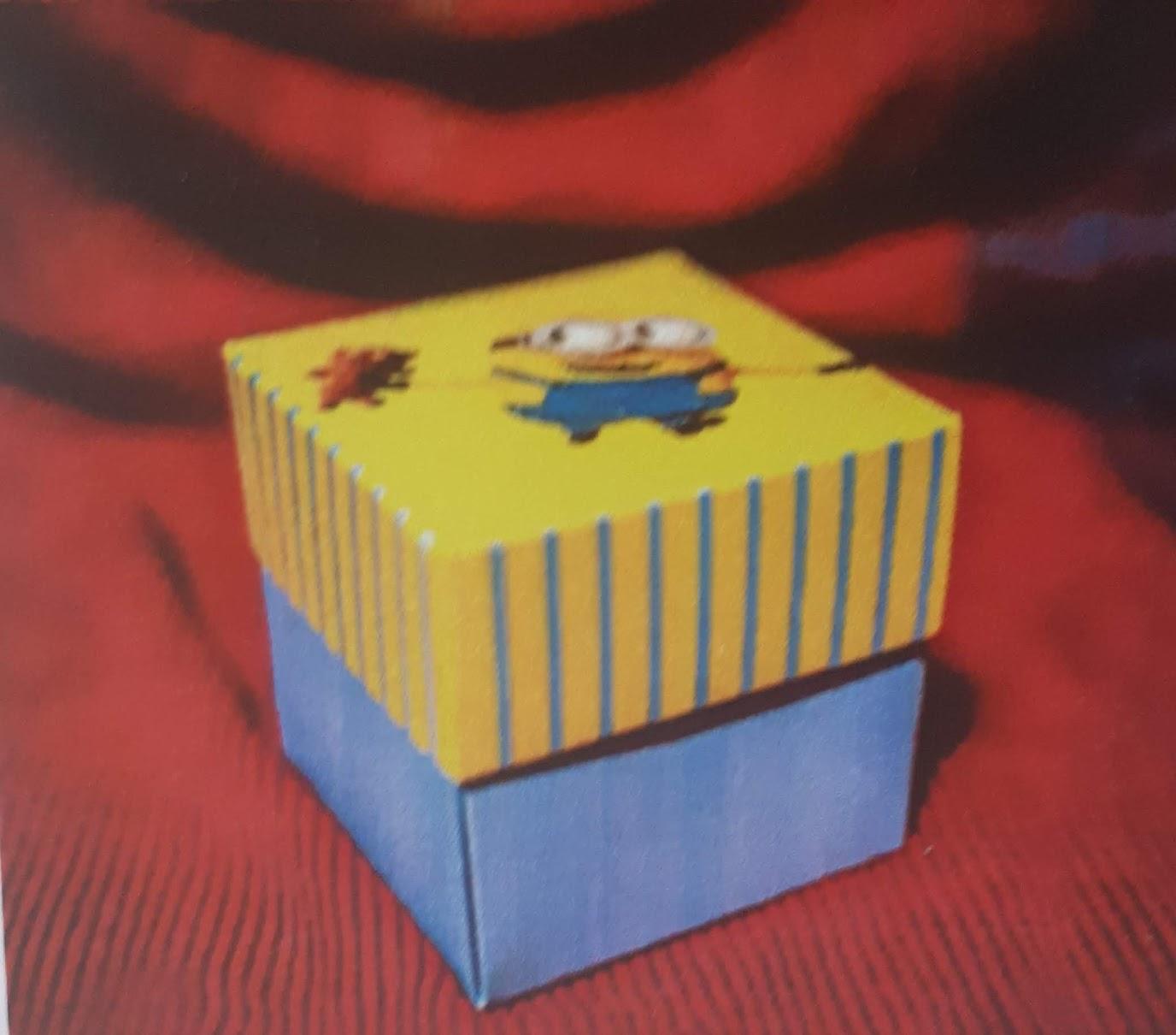 detaliu invitatie cutiuta minion 134